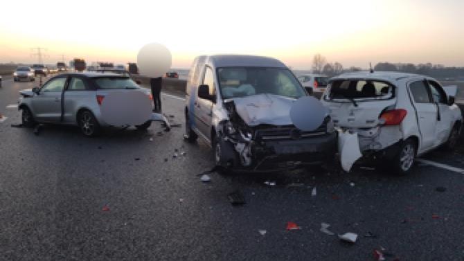 Politie zoekt dashcambeelden van ongeluk op A35 bij Almelo.