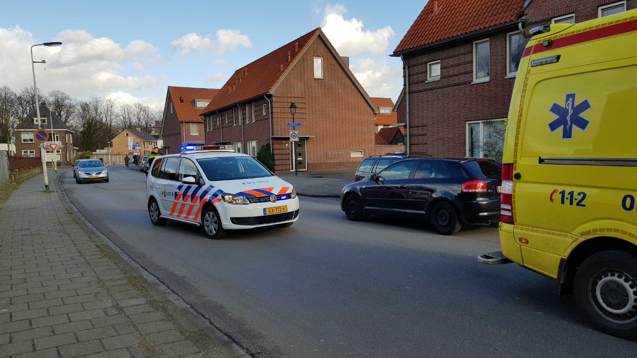 Jongen gewond bij botsing met auto in Enschede.