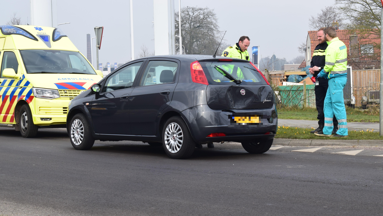 Kop-staartbotsing in Steenwijk, automobilist naar het ziekenhuis.