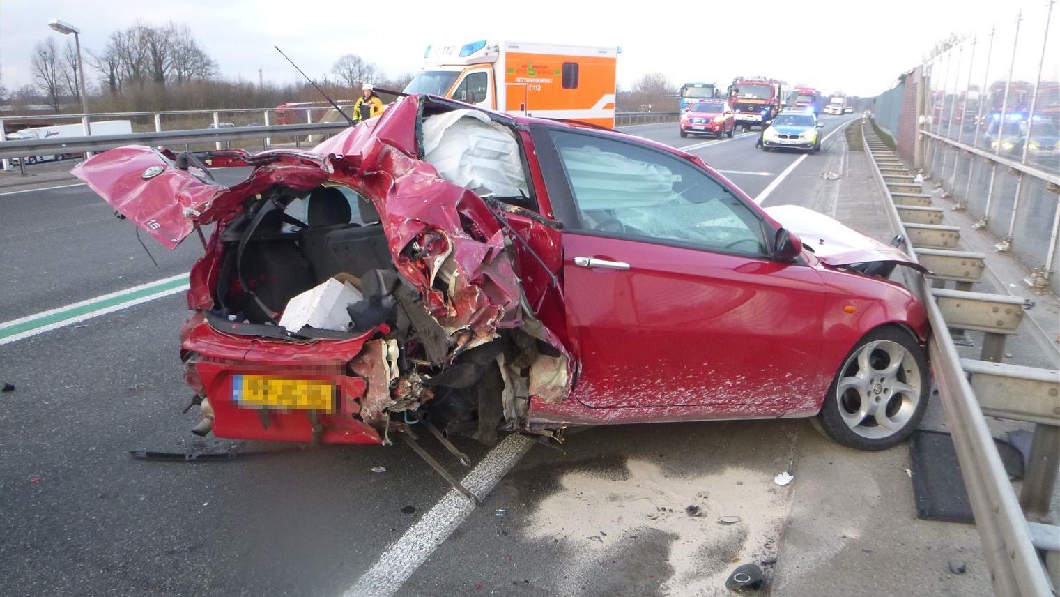 Nijverdaller gewond bij botsing met vrachtwagen uit Nieuwleusen in Duitsland.