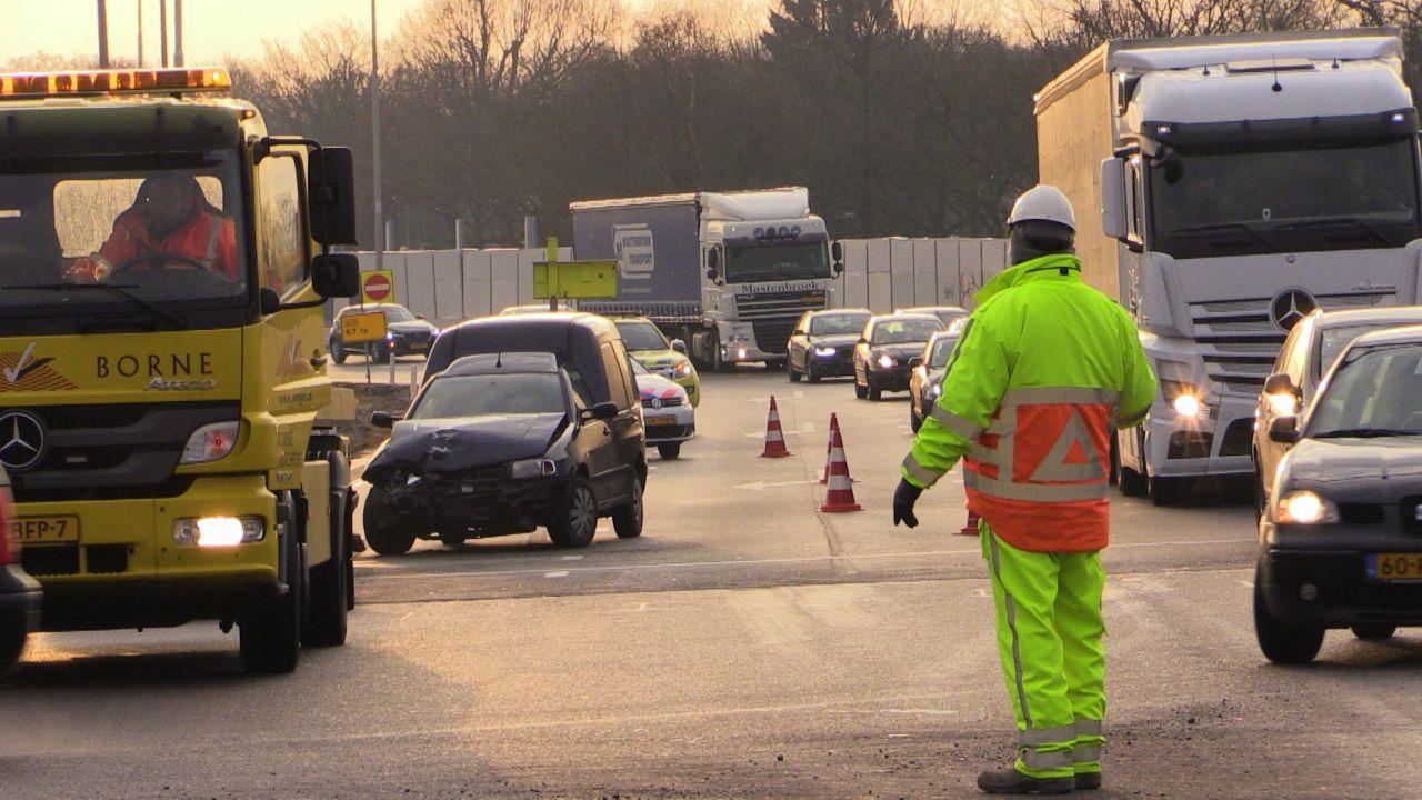 Veel vertraging op A35 richting Enschede na ongeluk.