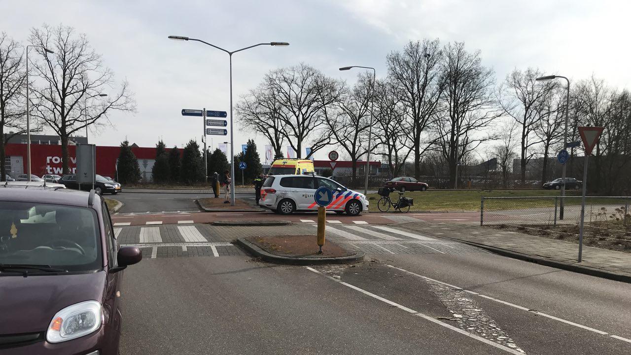 Bromfietser aangereden door auto in Almelo.