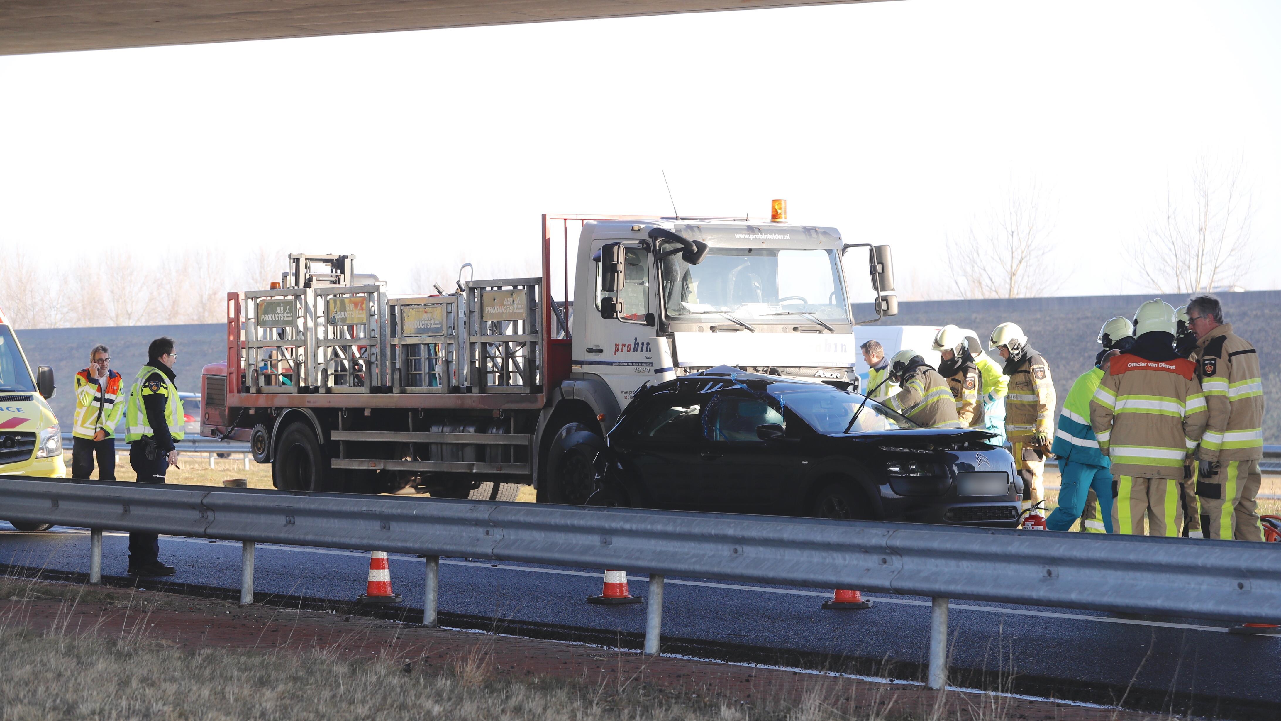 N50 tussen Kampen en Zwolle dicht na ongeluk.