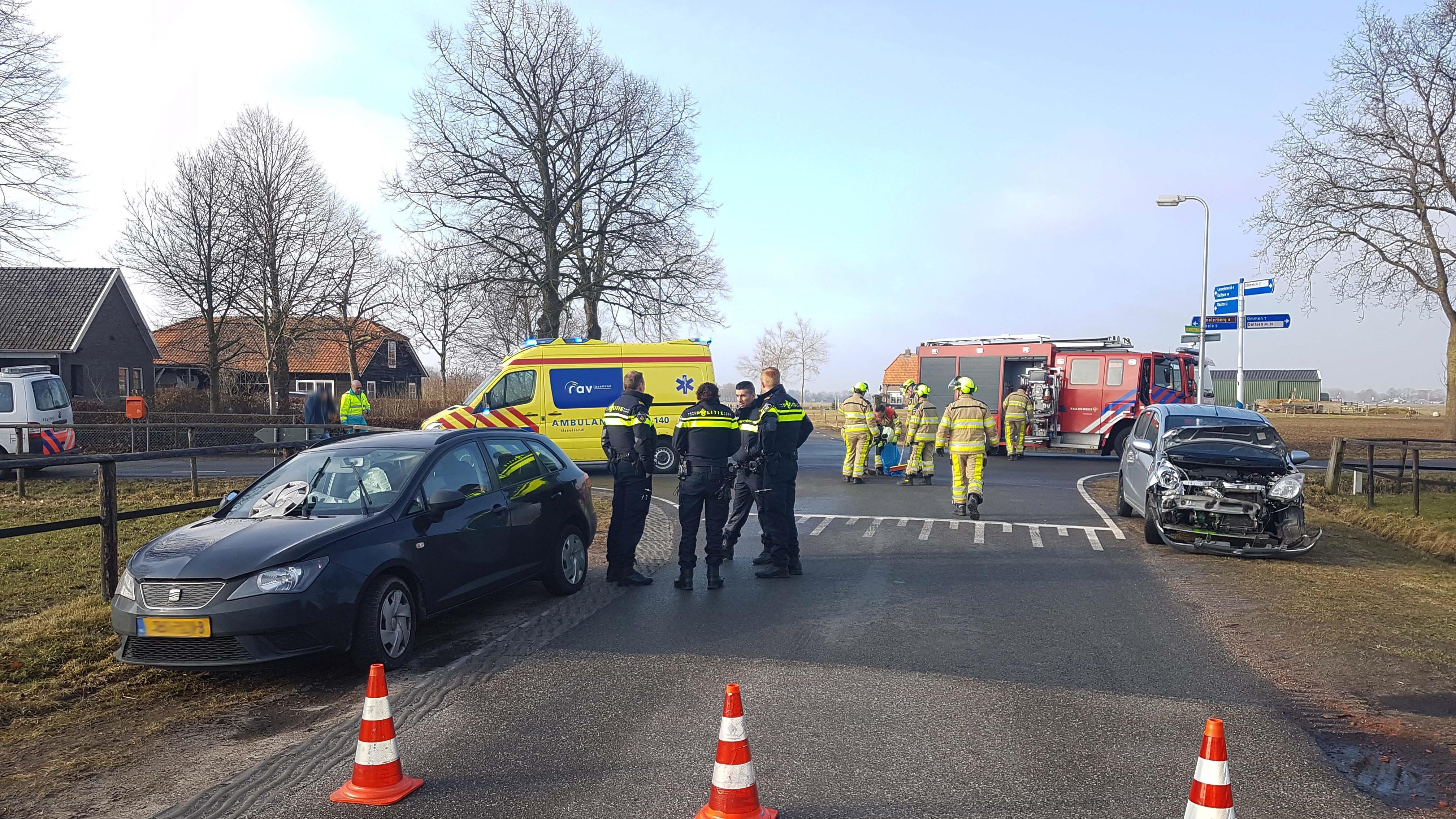 Autos beschadigd bij ongeluk in Dalmsholte.