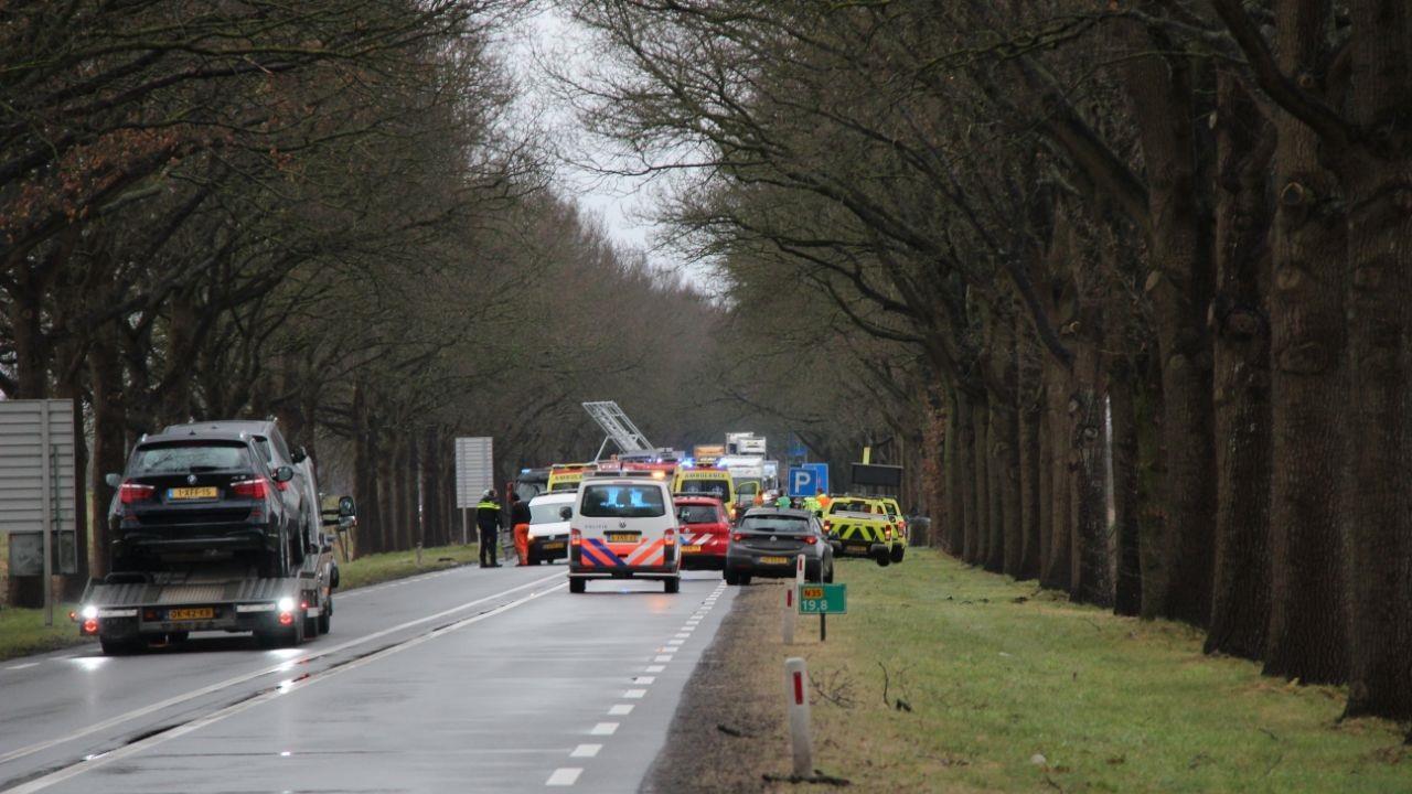 N35 tussen Heino en Raalte afgesloten na zwaar ongeval, één gewonde.