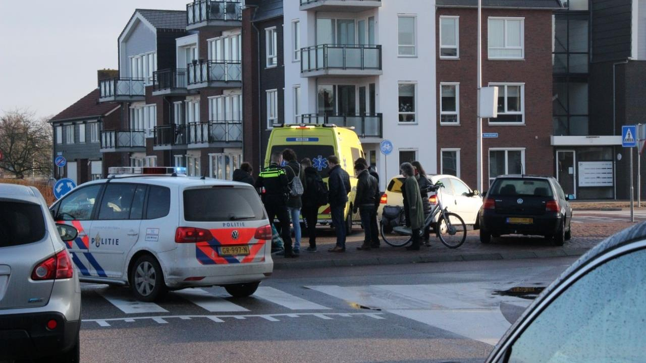 Dame op fiets aangereden op rotonde Vellerselaan.