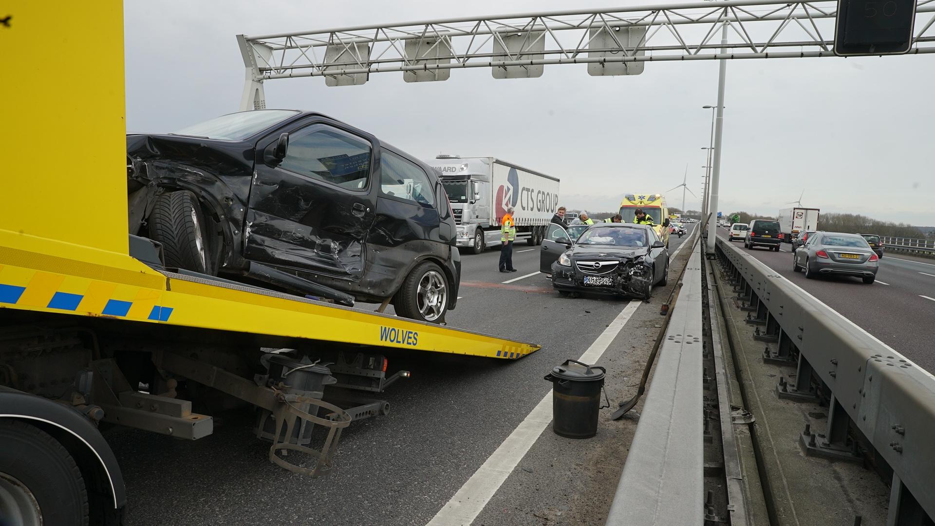 Verkeer Deventer loopt vast na ongeluk op A1.