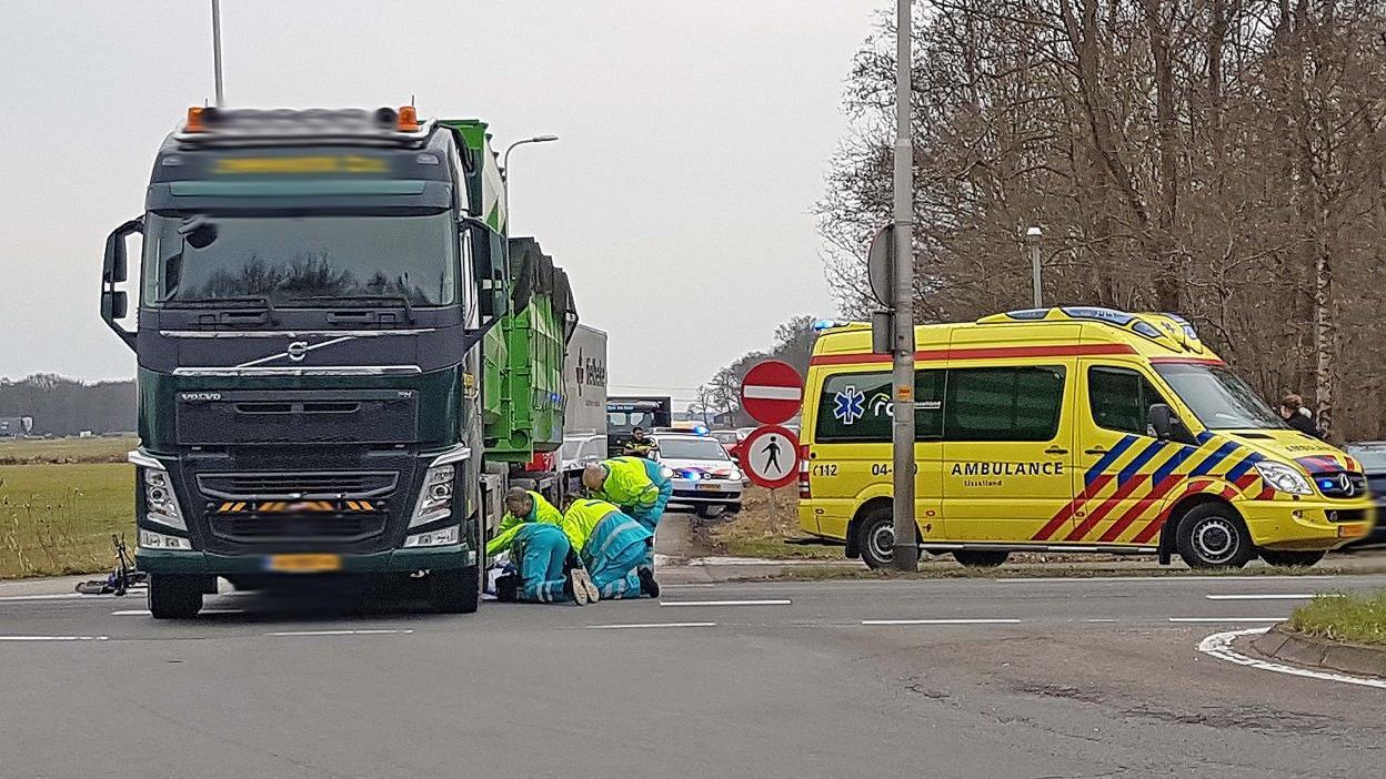 Balkbrug - Fietser komt om bij ongeval met vrachtwagen.