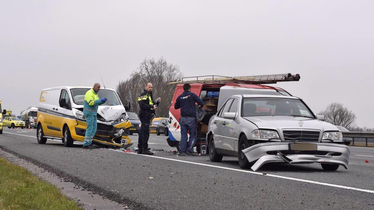 Gewonde bij ongeval met vier voertuigen op A28 bij De Lichtmis.