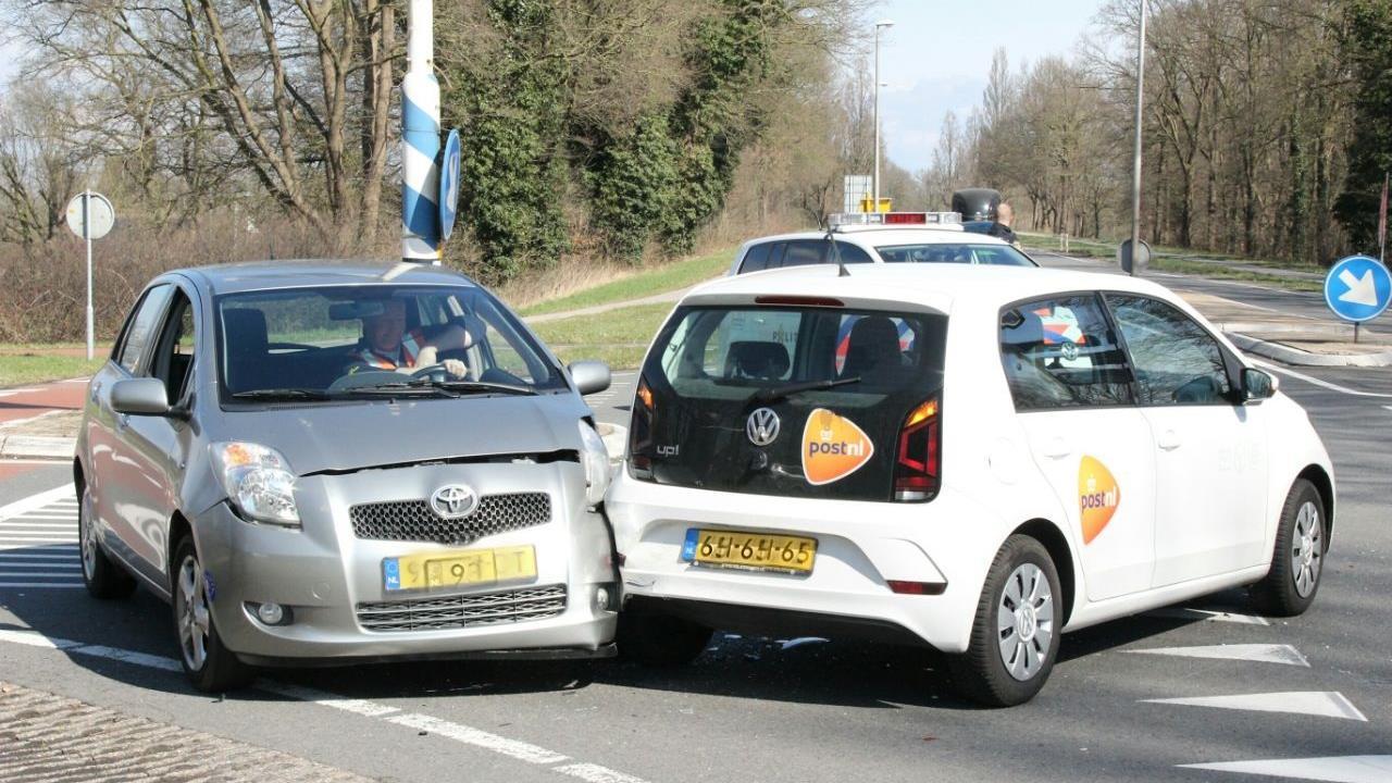 Drie autos betrokken bij ongeval in Goor, geen gewonden.