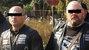 Ayhan B. (links) is hoofd beveiliging van No Surrenderbaas Henk Kuipers  - fotograaf: Beeldbewerking RTV Oost