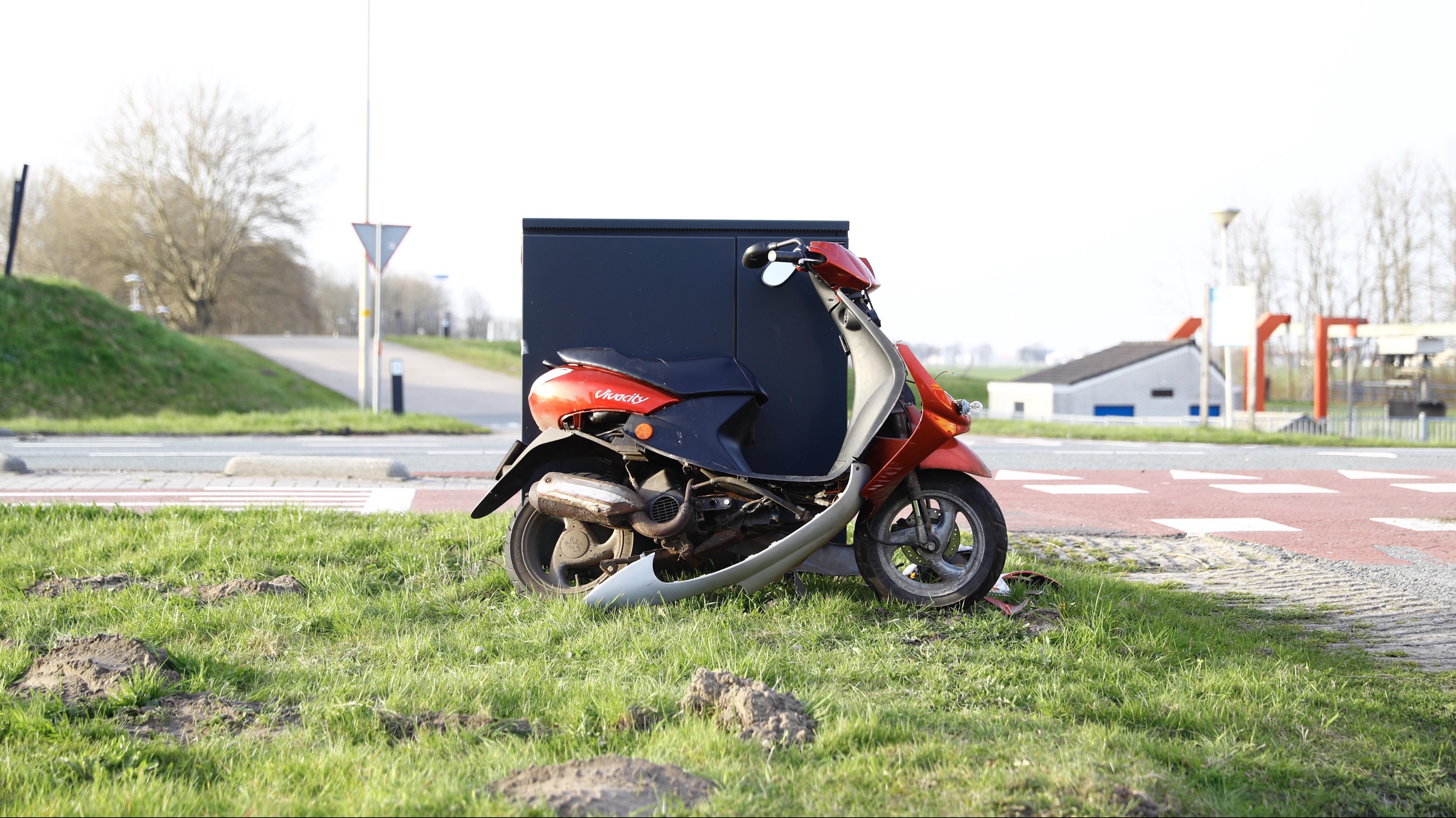 Scooterrijder gewond bij botsing met auto bij Kampen.