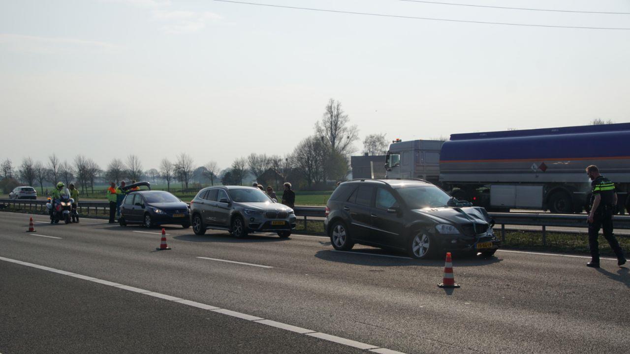 Lange file bij Zwolle door ongeluk op A28.