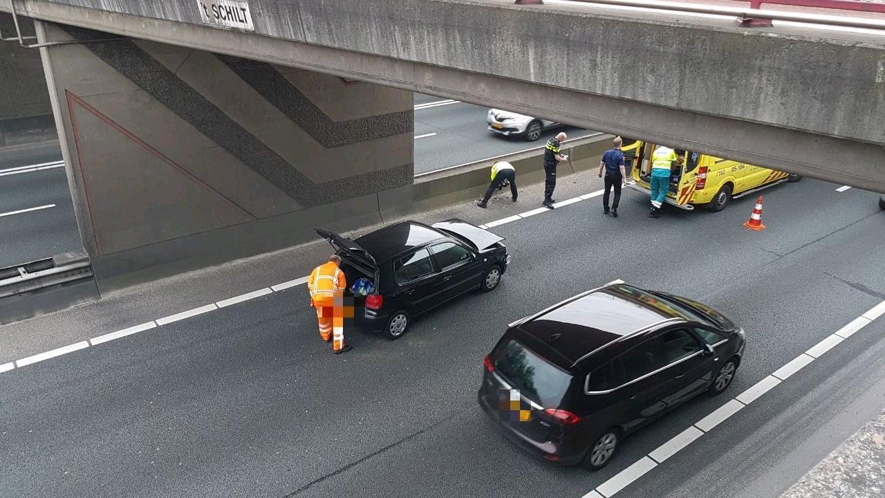 File op A1 tussen Oldenzaal en Borne door ongeval, linkerrijstrook dicht.