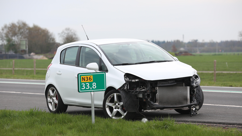 Automobilist probeert te keren op N36 Stegeren, maar komt in botsing.