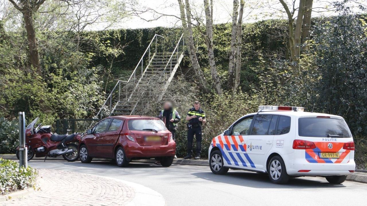 Aanrijding tussen motor en auto in Holten.