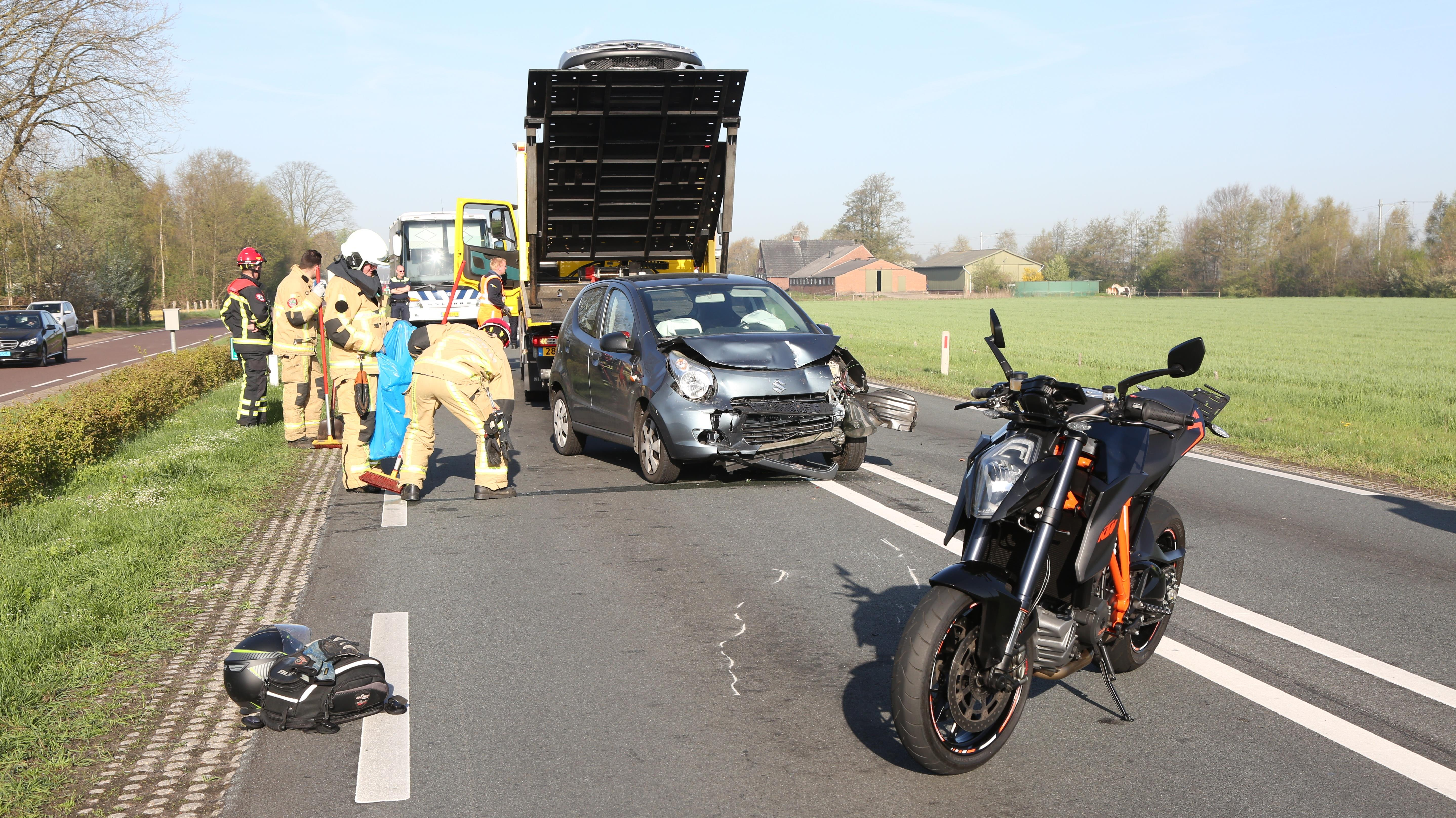 Motorrijder betrokken bij aanrijding met autos op N35 in Wierden.