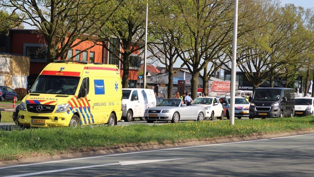 Kop-staartbotsing in Almelo, verkeer loopt vast.