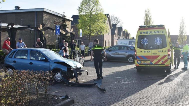 Motorrijder gewond na botsing in Sint Jansklooster.