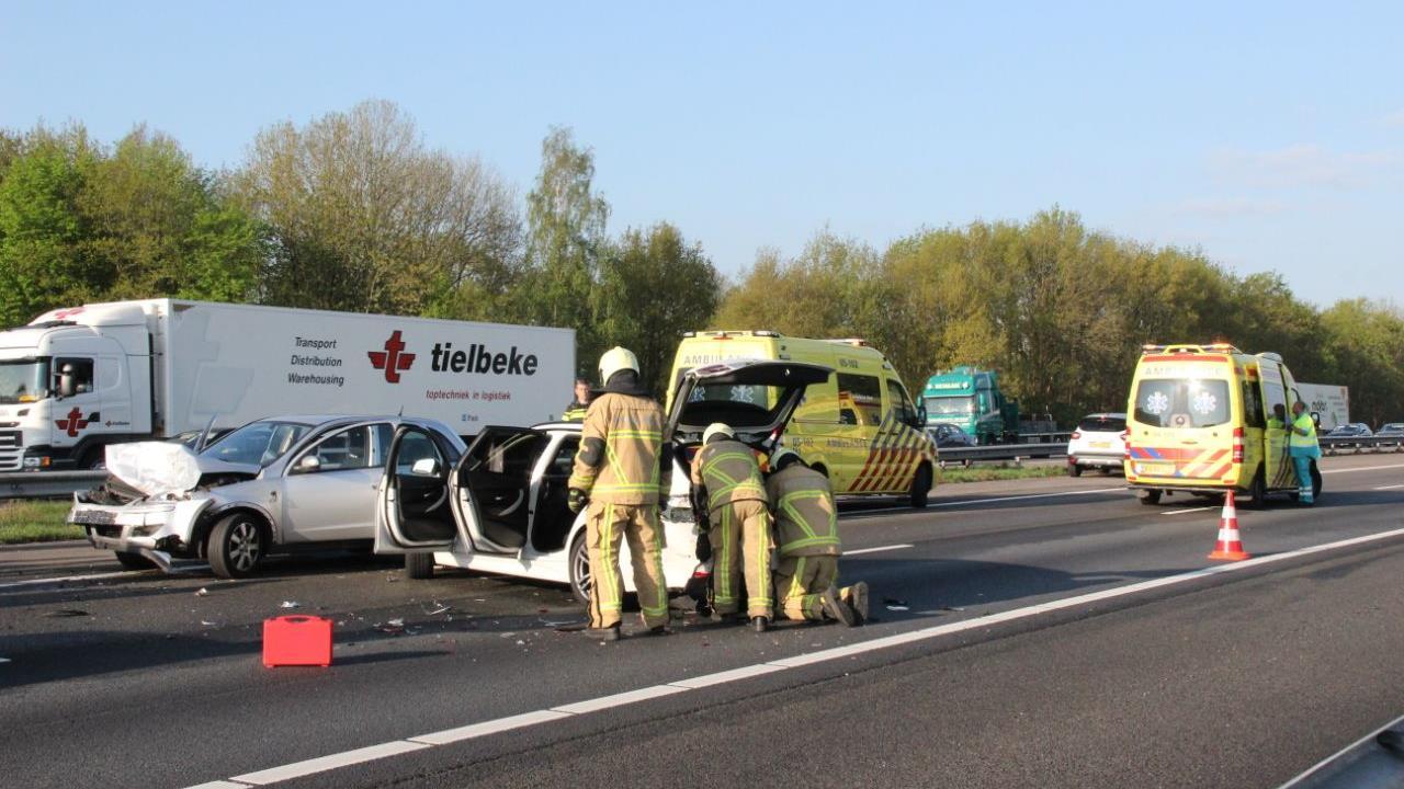 Lange file op A1 door ongeluk bij Bathmen.