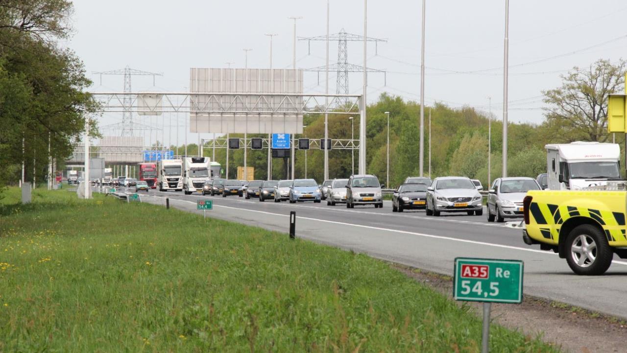Gewonde met spoed naar ziekenhuis na ongeluk op A35 bij Borne.