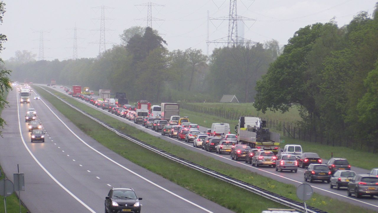 File door ongeluk en water op A28 tussen Groningen en Haren.