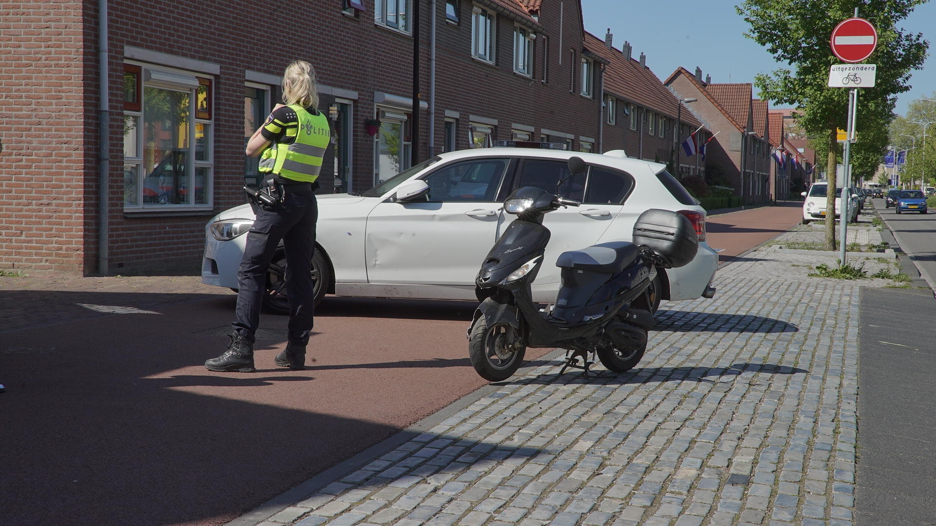 Scooterrijder zwaargewond na botsing met auto.