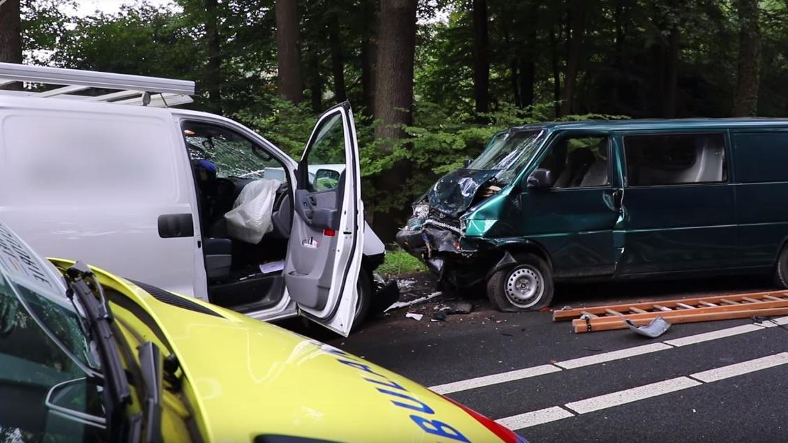 VIDEO: Zo handelt de politie bij een ernstig verkeersongeluk.