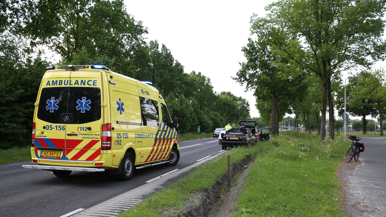 Automobilist naar ziekenhuis na kop-staartbotsing in Aadorp.