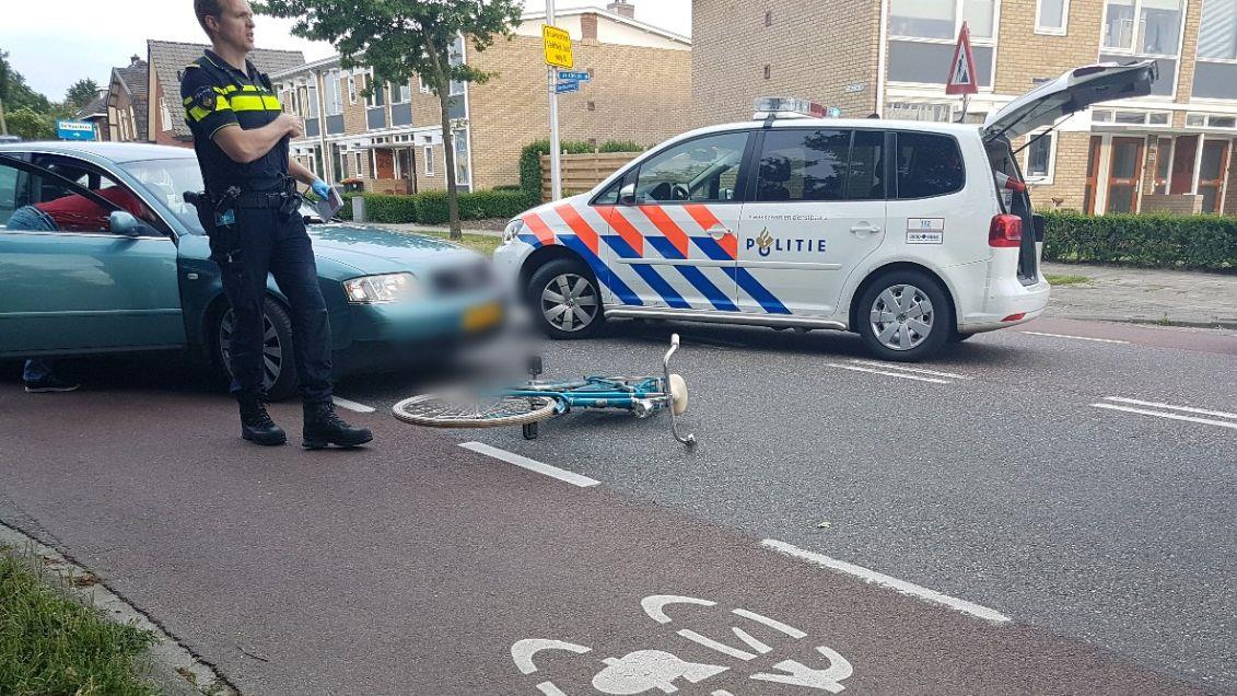 Fietsster gewond bij aanrijding in Hengelo, automobilist mee naar politiebureau.