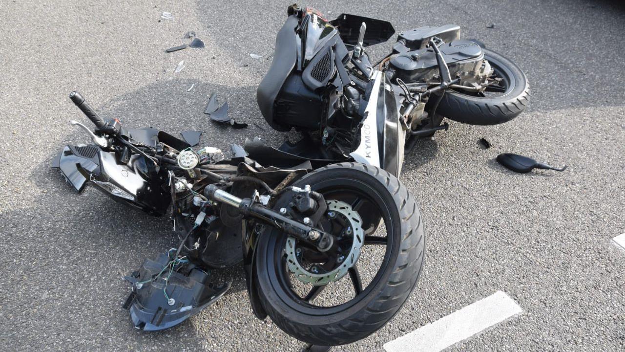 Scooterrijder raakt gewond bij botsing met auto in Vriezenveen.