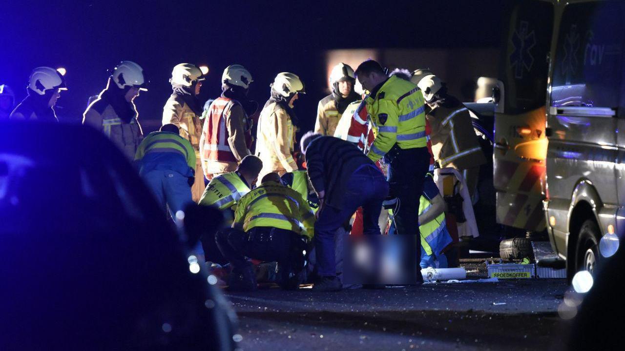Ernstig ongeval op A32 bij Steenwijk, twee zwaar gewonden.