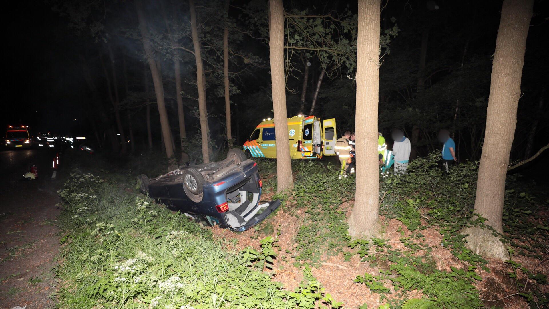 Oudere vrouw belandt op de kop in de sloot na ongeval bij Dalfsen.