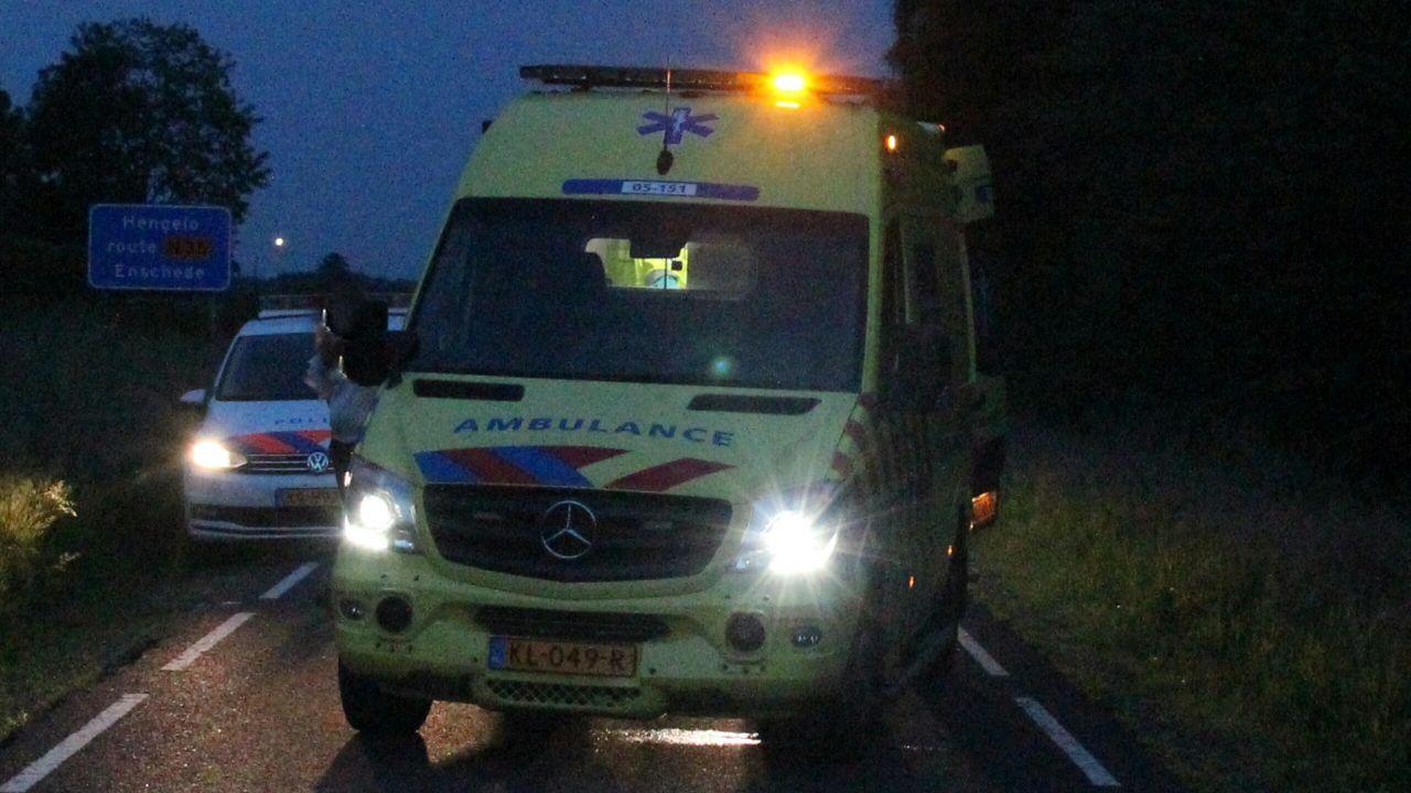 Bestuurder scooter naar ziekenhuis na aanrijding in Groningen.