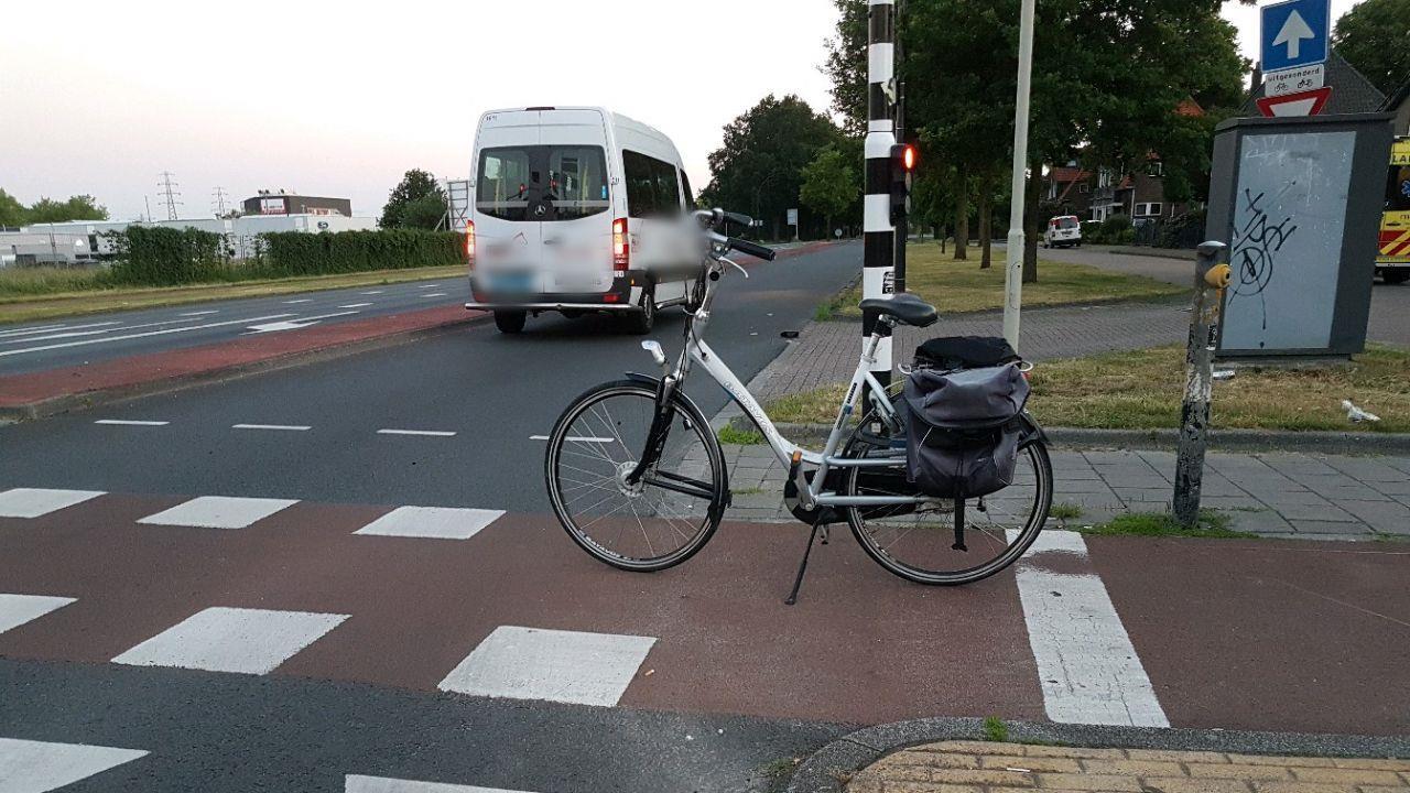 Weg afgesloten na ongeluk met fietser in Hengelo.