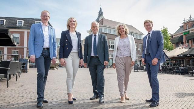 Het gemeentebestuur van Oldenzaak - fotograaf: gemeente Oldenzaal