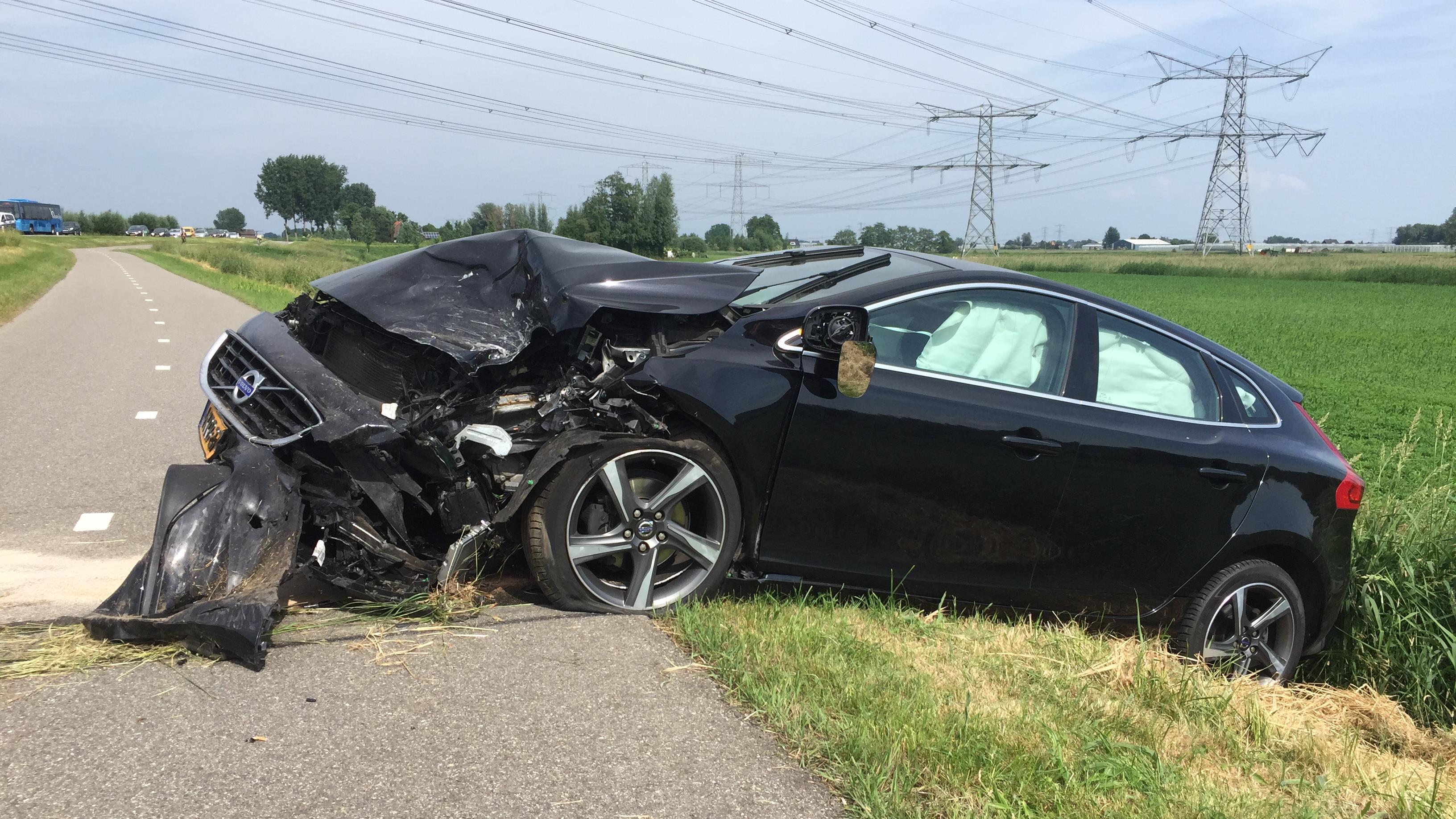 Eén gewonde bij botsing tussen twee autos in Grafhorst.