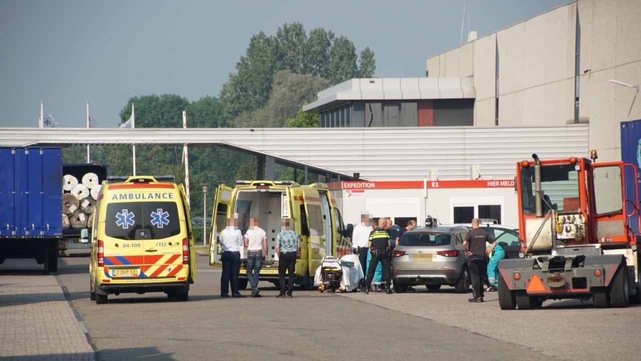 Automobilist gespietst bij bizar ongeval op bedrijventerrein in Hasselt.