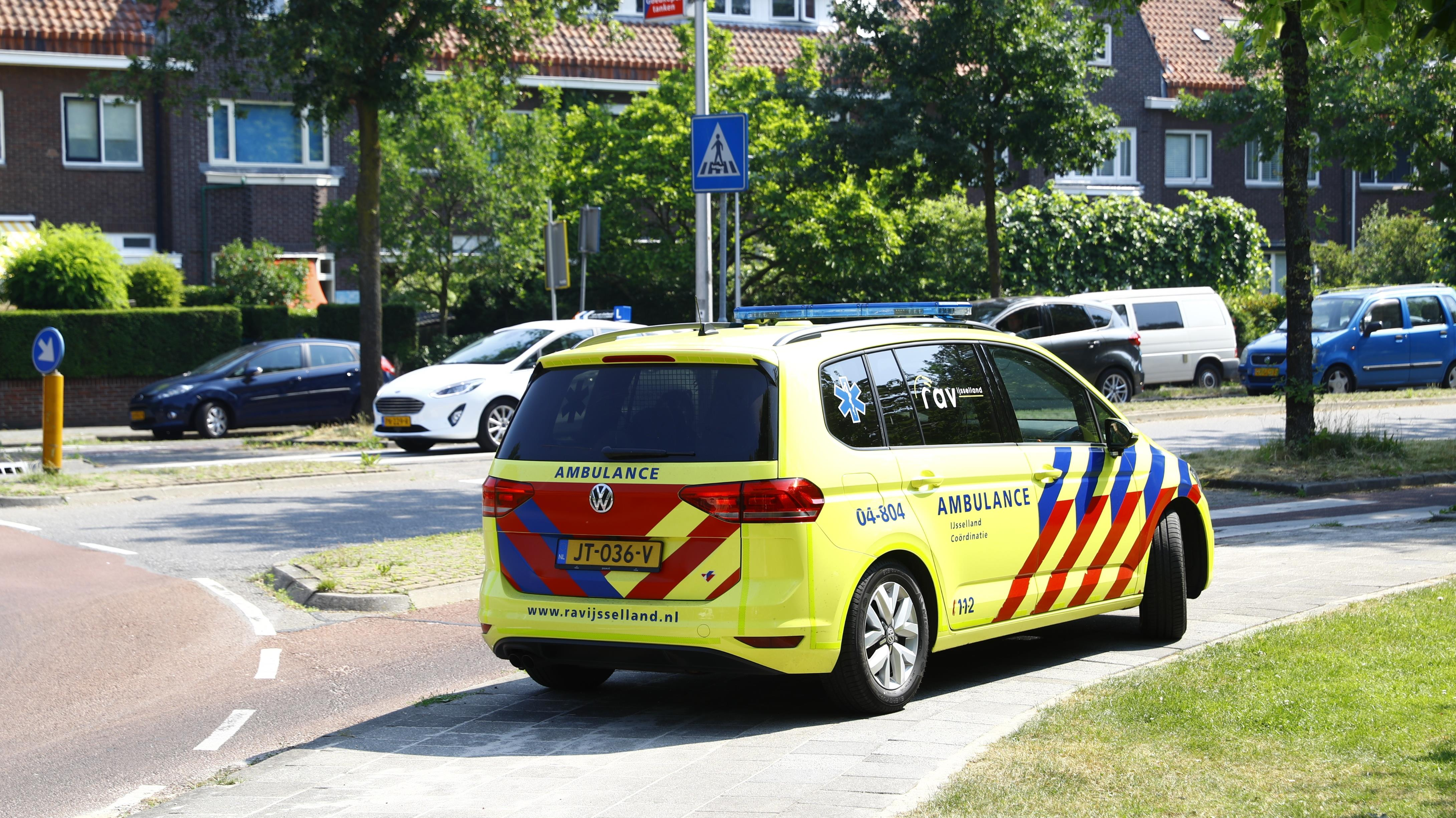 Fietser gewond bij aanrijding op rotonde in Zwolle.
