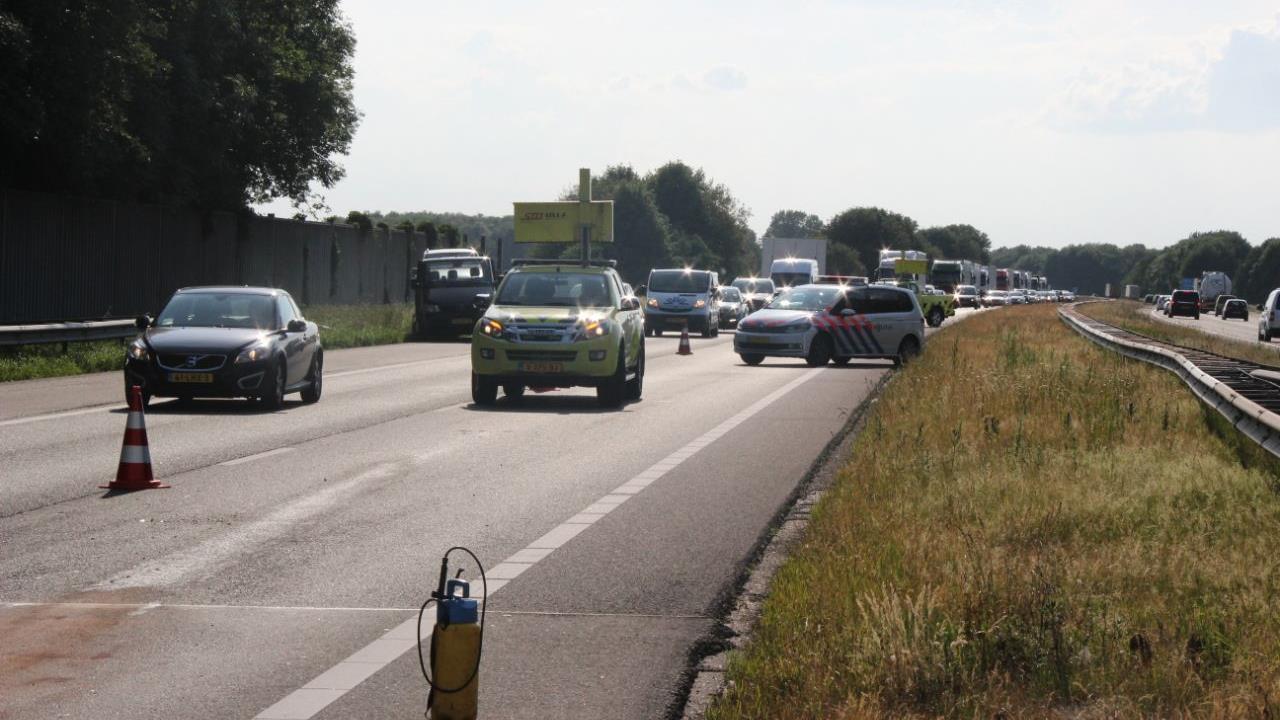 Persoon gewond door kop-staartbotsing op A1 bij Enter.