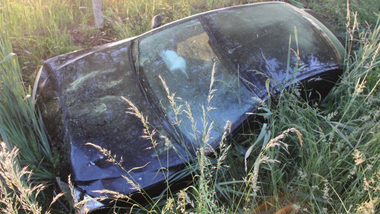 Automobilist gewond door botsing op vrachtwagen op A35 bij Borne.