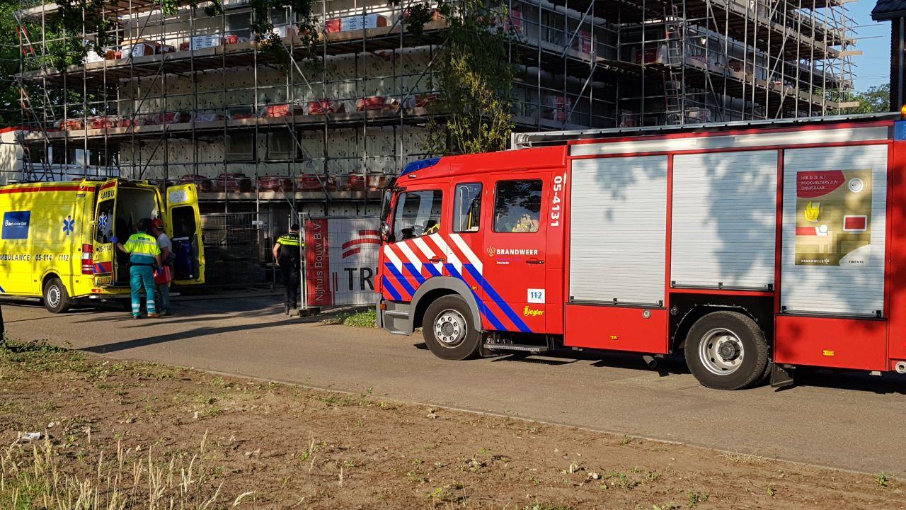 Man gewond bij ongeluk op bouwplaats in Enschede.