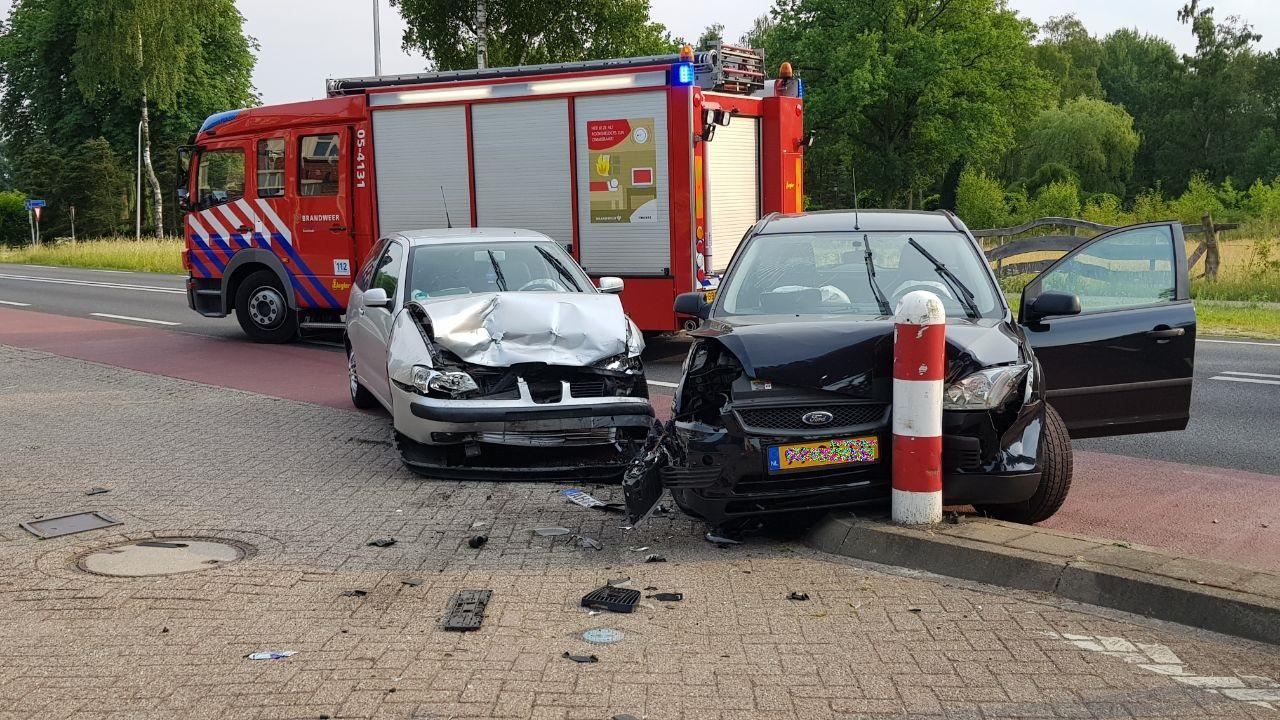 Dode bij ongeval op A59, twee autos schieten van snelweg af.