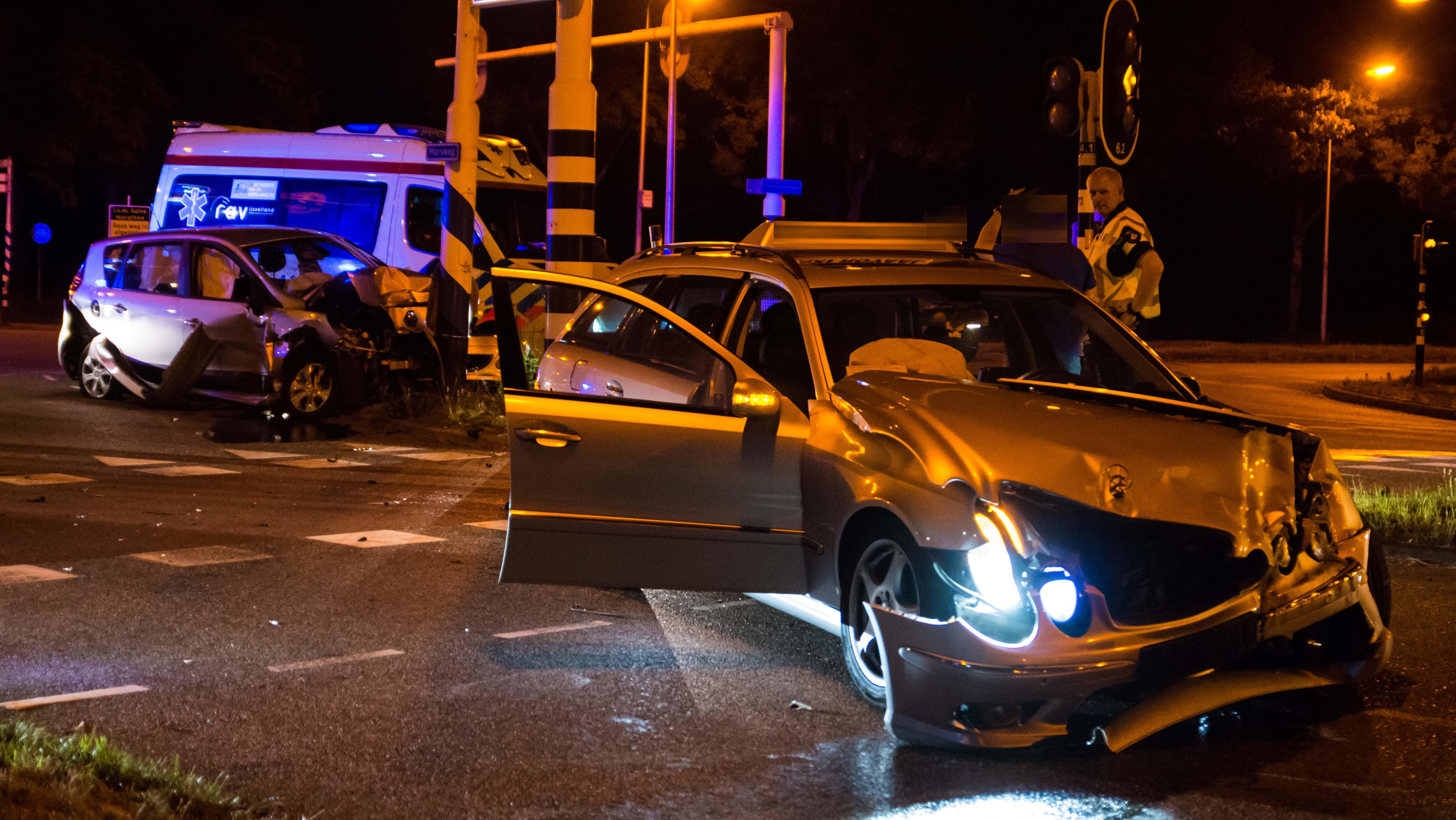 Automobilisten komen met de schrik vrij bij ongeluk in Zwolle.