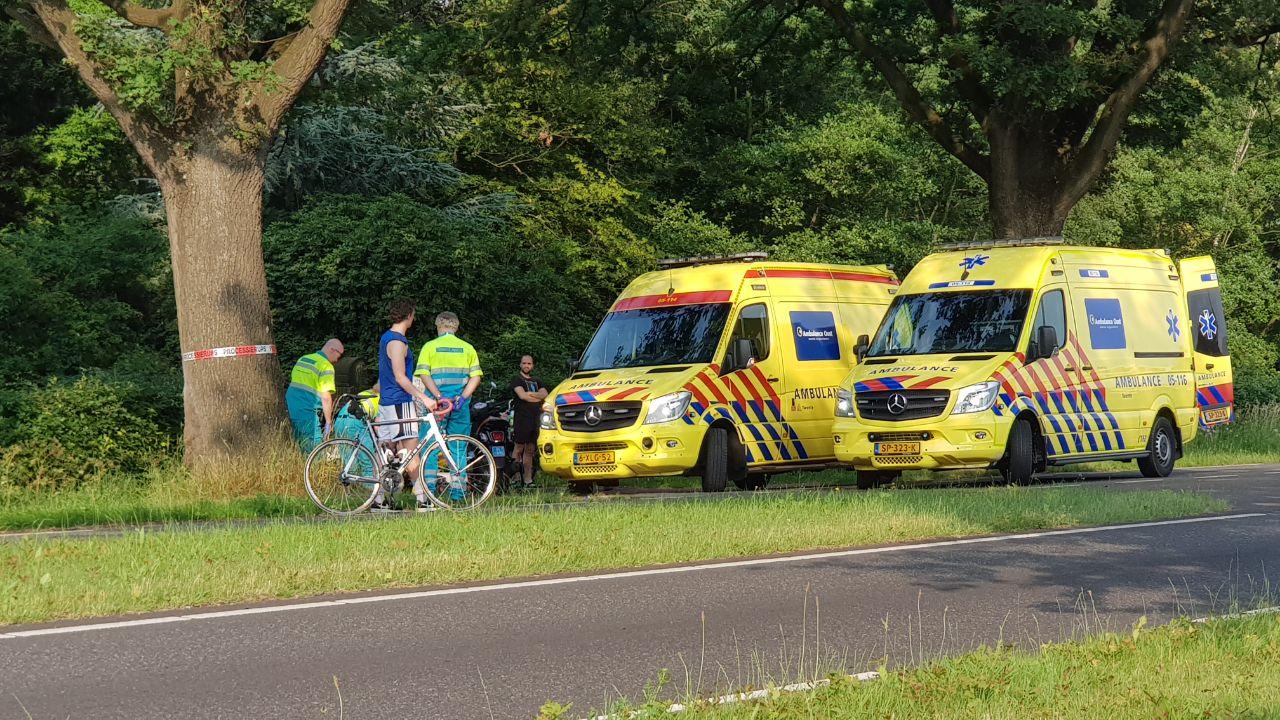 Automobilist laat gewonde vrouwen achter na aanrijding in Enschede.
