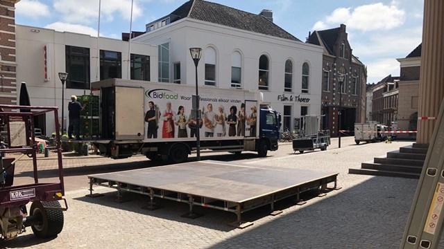 Fundatie in Zwolle opente zomerseizoen met twee beroemdheden - fotograaf: RTV Oost/Inga Tjapkes