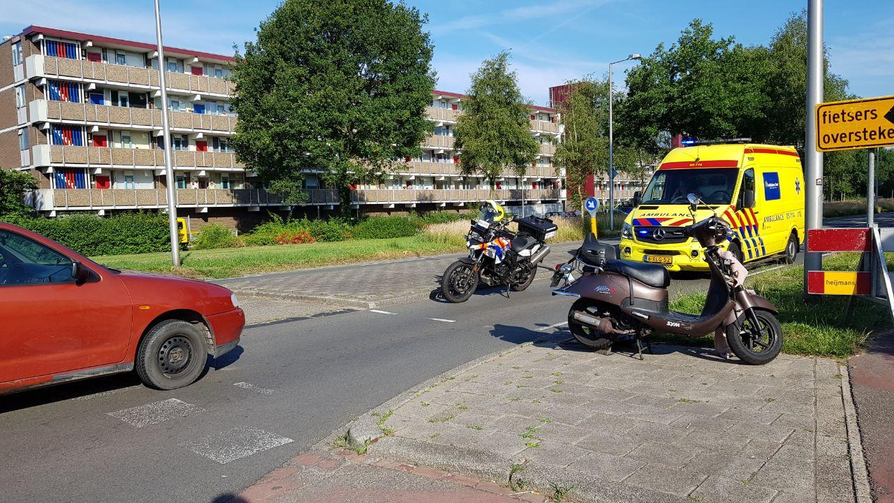 Kind met hoofdletsel naar ziekenhuis na aanrijding in Enschede.