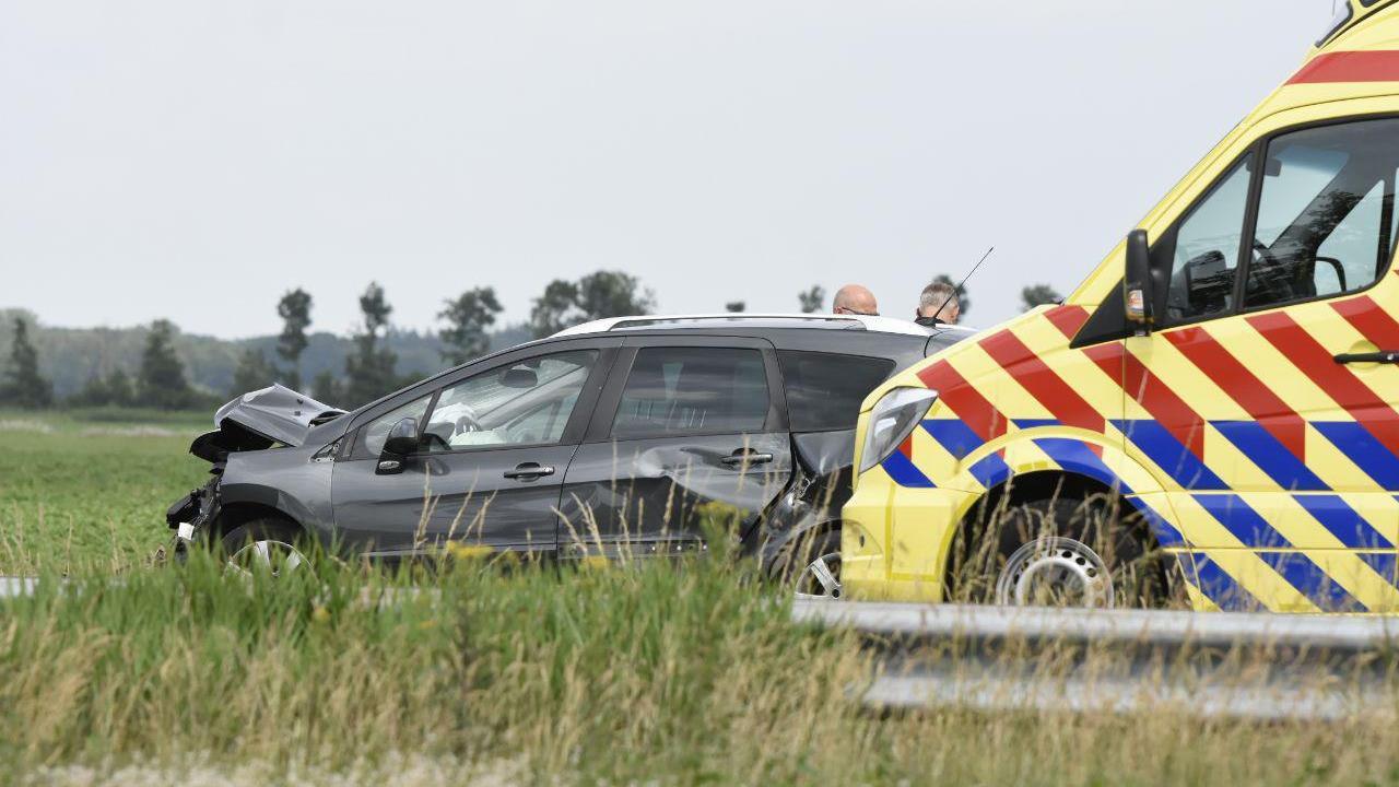 Ravage op de A32 bij Havelte en twee gewonden na ongeval meerdere auto's.