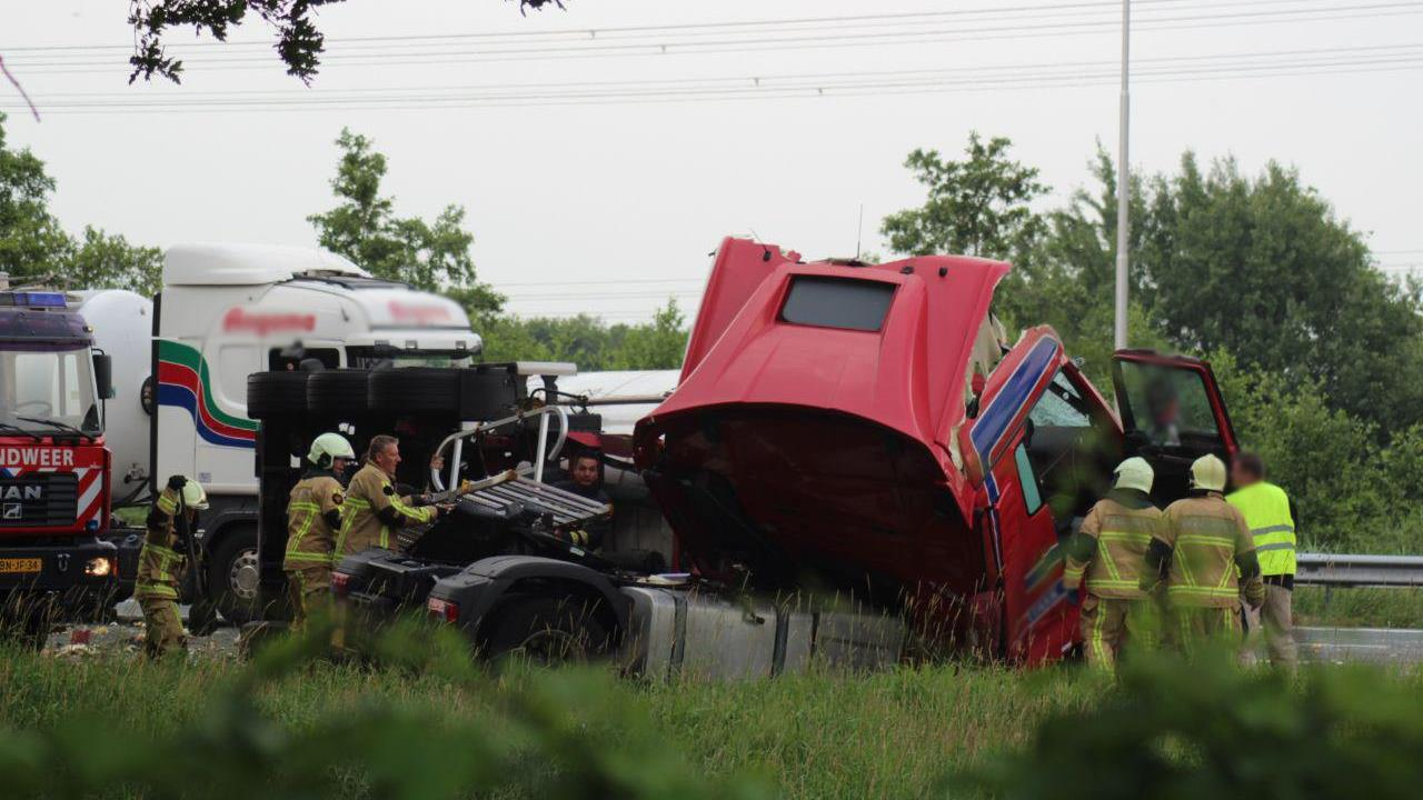 A35 bij Borne-West afgesloten na ongeval met vrachtwagens.