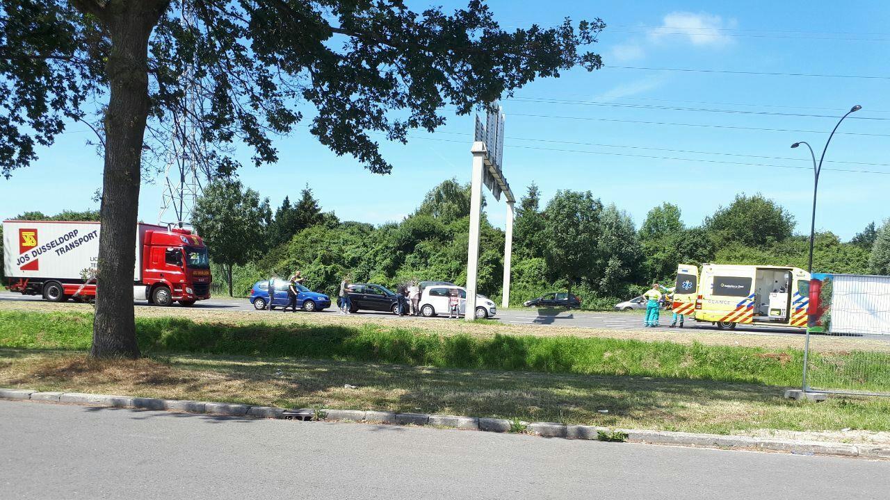 Bestuurder 45km-autootje naar ziekenhuis na ongeval.